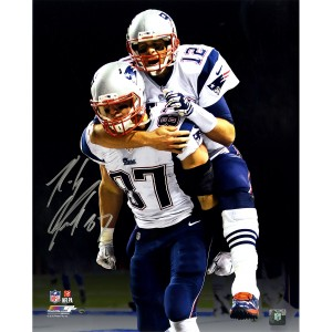 Rob-Gronkowski-Signed-On-Tom-Bradys-Back-with-Black-Background-16x20-Photo--GRONPHS016015~PRODUCT_01--IMG_1200--1262979500